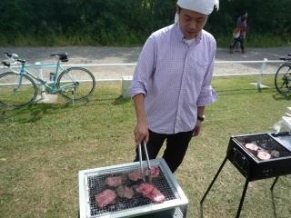 肉を焼く人_1.JPG