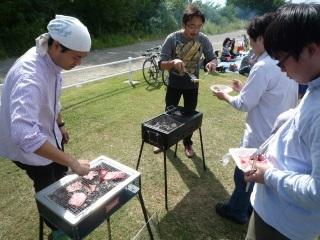 肉を焼く人_2.JPG